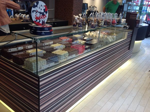 Leonidas - Belgian Chocolate  Jimo Display