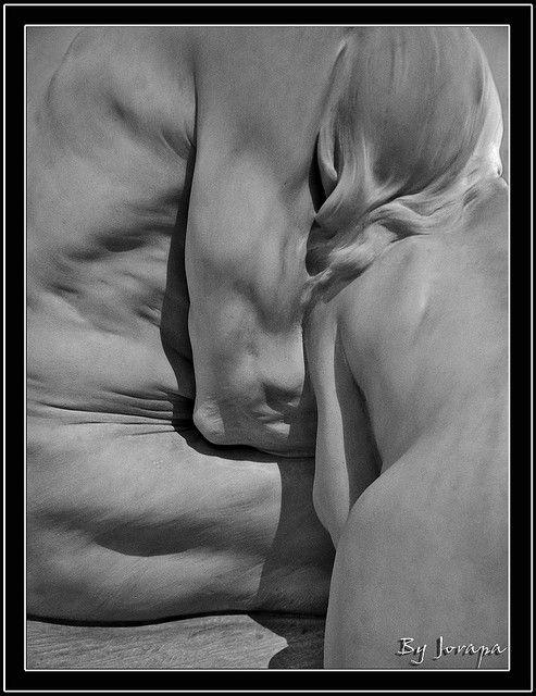 """Obra de Miquel Blay """"primeros frios"""" 1892 marmol blanco. MNAC"""