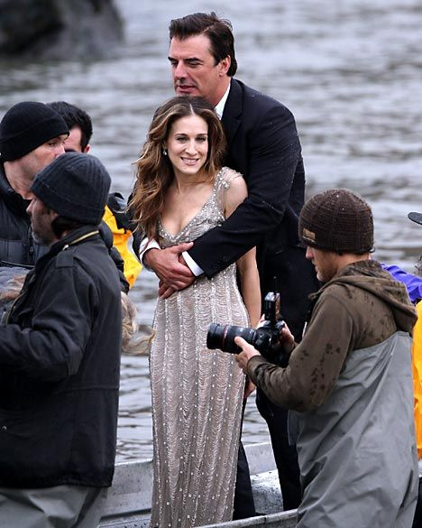 Sarah Jessica Parker   Chris Noth gets drenched by wave