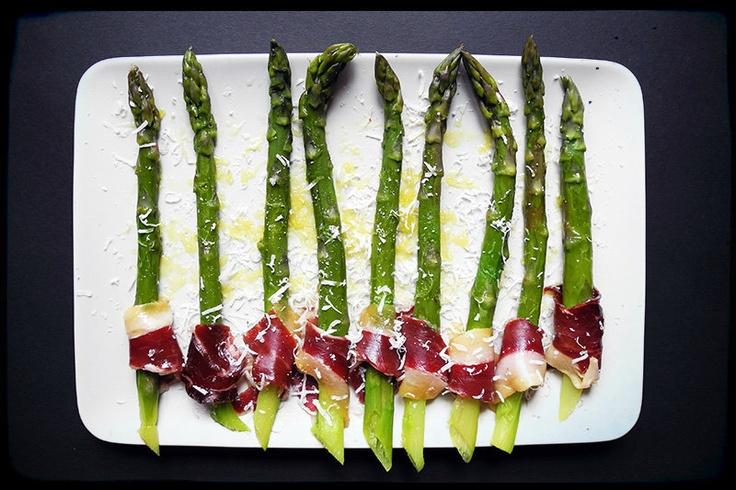 asparagus with presunto, olive oil, cheese and flower of salt   szparagi z presunto, oliwą, serem i kwiatem soli