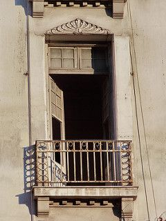 Πολυκατοικία Κλαυδιανού [Ιδιοκτησίας Ελευθέριου Λεβή]. Οδός Πατησίων 50, Μουσείο.  ***Αρχιτέκτων: Ανδρέας Κριεζής [γεν. 1887 – † 1962] *** - Έτος έκδοσης αδείας: 1924 - Διατηρητέο ΦΕΚ Δ' 847/17.09.1986 *** Φωτογραφία: Δημήτρης Καμάρας © All rights reserved *** Στο κτήριο στεγάστηκαν: - Πρακτορείο ΑΠΕ - Κλινική Γρηγορίου Λαμπράκη (ίσως) - Ο Όμιλος Granits