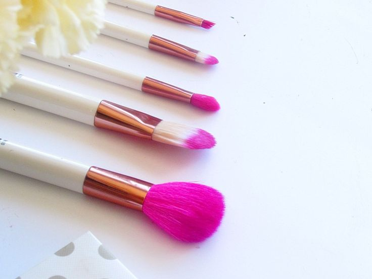 REVIEW - UBU Famous Five Makeup Brushes