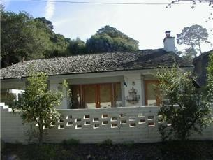 Southwestern style 2 bedroom (king/queen), 2 bath home. Walk to town & beach. Nicely decorated (a lot of antique pieces) with a light, bright, open great room with high ceilings, skylights, tiled floo...