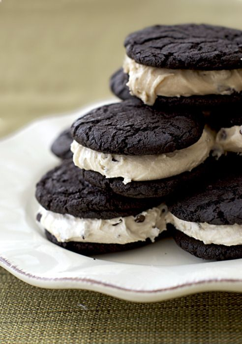lovelylovelyfood:    Cocoa Brownie Cookie and Marshmallow Cookie Dough Sandwiches