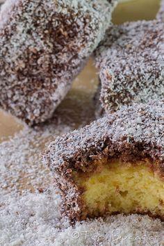 Prajitura tavalita este o prajitura usor de facut, economica, gustoasa si spornica, destul de aspectuoasa ca sa stea alaturi de alte bunatati pe o masa festiva...