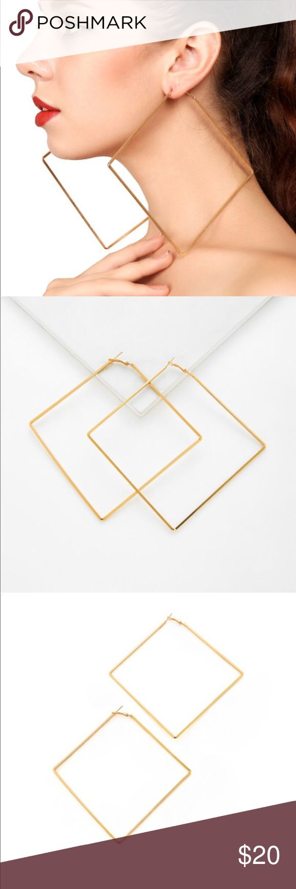 ⭐️Geometric Gold Hoop Earrings -New In Package  -these earring are really solid and do not feel or look cheap at all ! High Quality Costume Jewelry  -Gold Plated Alloy  MAKE ME AN OFFER  BUNDLE AND SAVE ❤️ Jewelry Earrings