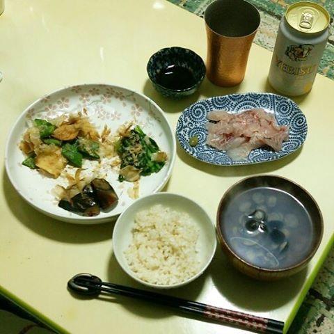 #dinner in #japanese #homemade style. U know #sashimi ?? The raw fish.  #ゆうはん 。#いさき の#刺身 と、作りおき3種。#しじみ汁 。おろしてみるものの、後処理も大変、でもやったります。ほっこり#家庭料理 。#和食 #japanesecuisine #beer #おうちごはん #いただきます #自炊 #料理 #白エビス #yebisbeer #うちのみ http://w3food.com/ipost/1500787294230505705/?code=BTT3he0B2jp