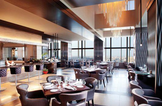 リッツカールトン東京のタワーズグリル。地上45階のレストランで眺めも最高!