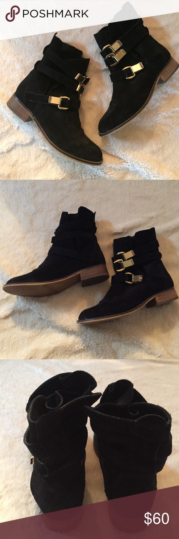 Steve Madden 'Haggle' bootie - perfect for fall!👻 Barely used Steve Madden Haggle bootie will have you like 😍😍 perfect booties to pair with black jeans and a cute top for a night out on the town Steve Madden Shoes Ankle Boots & Booties