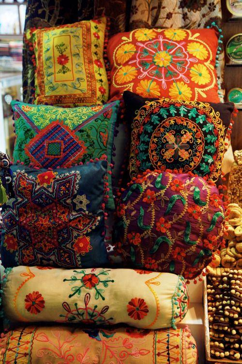 "gyclli: "" Turkish Pillows! / Istanbul Spice Market( Istanbul,Turkey)   tuulavintage.com """