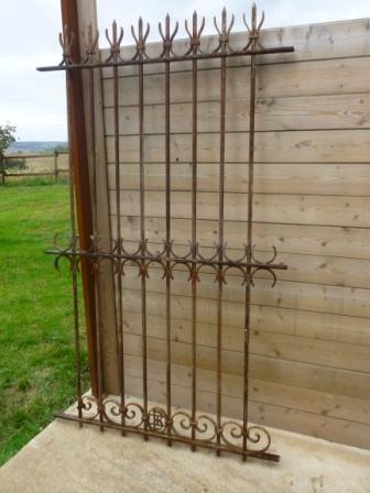 ancienne grande grille forgée fin XIX siécle materiaux anciens