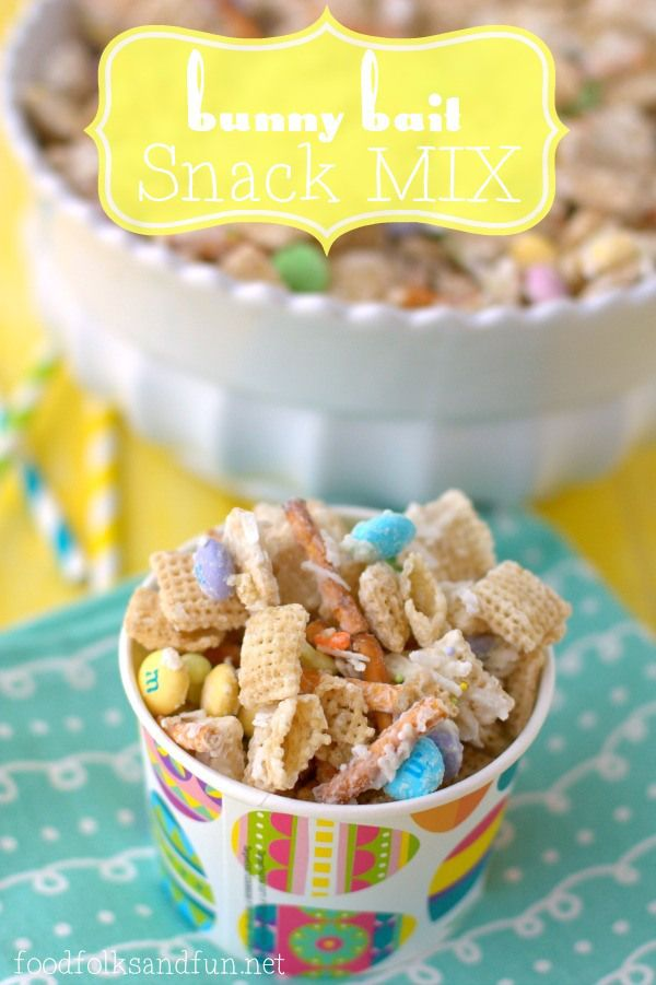 Bunny Bait Snack Mix - a quick & easy Spring-time snack to make with your kids! #SpringEats #EasterEats #recipe