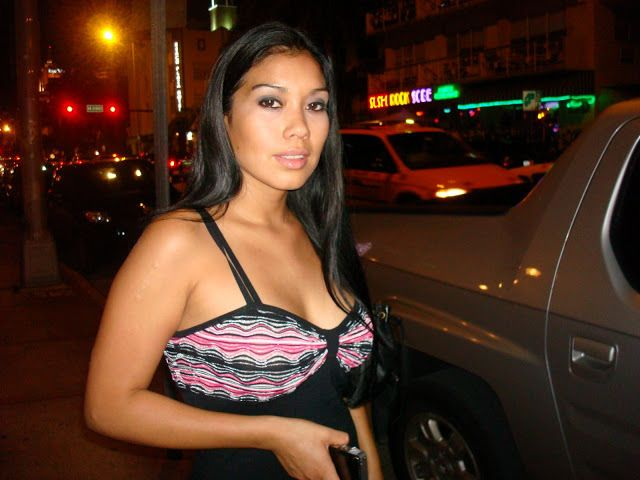i am dating a wealthy man Rich women looking for poor men on the internet rich women seeking poor men use online dating services to hello i am a poor man seeking a rich woman for a.