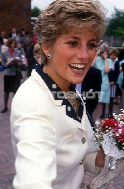 Princess Diana. When I see her like this, I still can't imagine that she's gone.