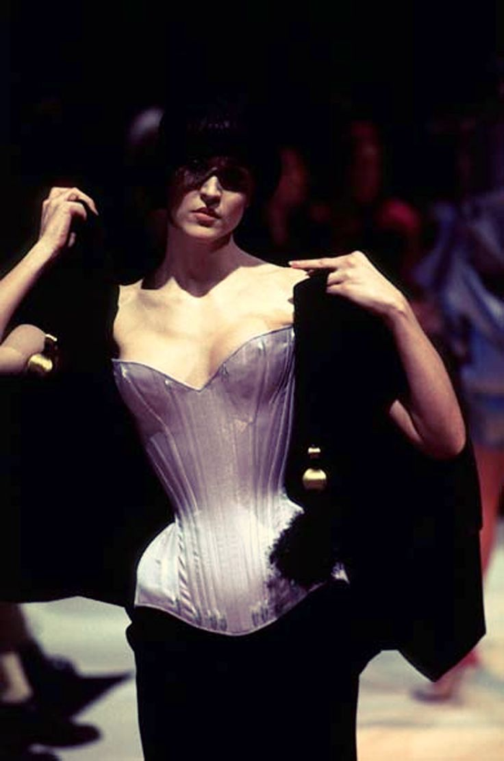 1197 best corsets cast a spell on me images on pinterest for Haute couture spelling