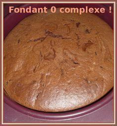 Extrême légèreté, sans beurre avec juste un soupçon de sucre et un goût de chocolat intense, une texture mousseuse et très aérée, c'est un vrai coup de coeur ce gâteau au chocolat et au fromage blanc ! En plus, il est super simple et rapide à réaliser...