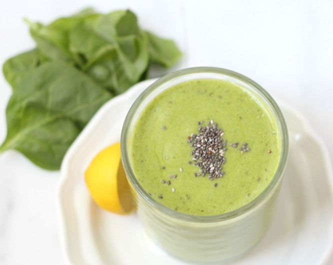 This green chia-lemon smoothie will completely wake up your taste buds and pack a punch of nutrition into your morning! - www.homemadenutrition.com