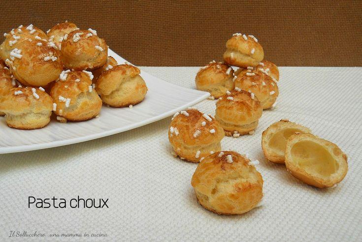 La pasta choux è una base molto usata in pasticceria per realizzare mignon, bignè ed eclair. E' una base neutra con cui realizzare ricette dolci e salate.