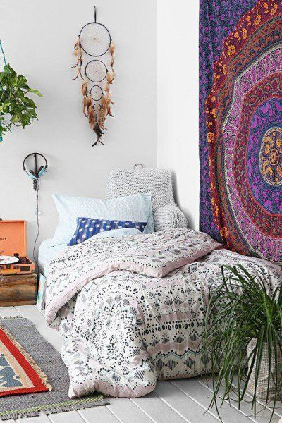 Boho patterns gives this bedroom life