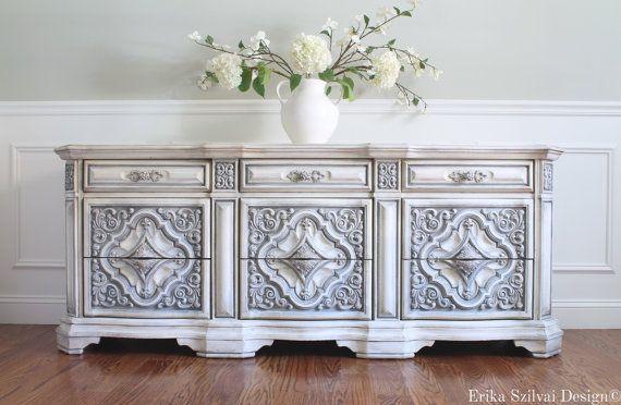 RÉSERVÉ pour Lucie-Ann - Rare fleurie Vintage peint à la main Français pays commode Design - finition gris blanc Antique