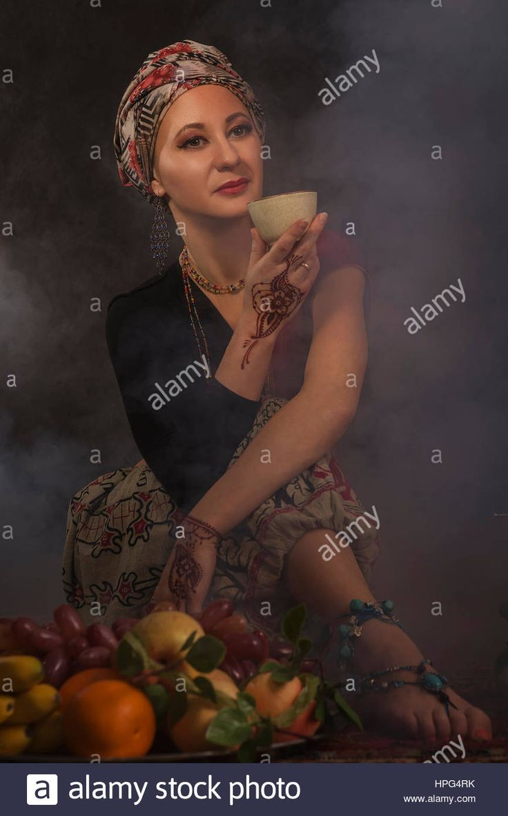 Download this stock image: Romantic girl in oriental costume. - hpg4rk from Alamy's library of millions of high resolution stock photos, illustrations and vectors.