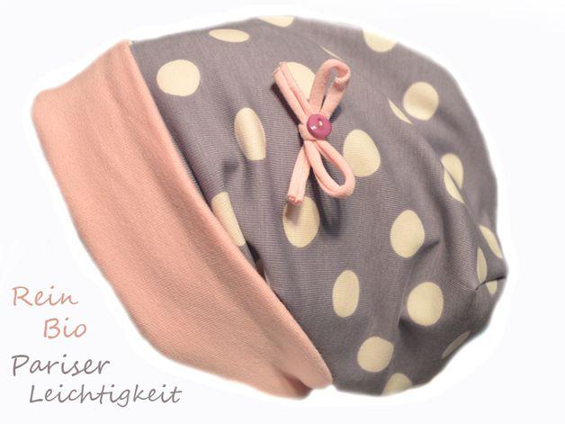 Süße Beannie Mütze Paris zum wenden aus reiner Biobaumwolle Aus 100% Baumwolle  Farbe leichter Lilaton mit cremefarbenen Punkten und Altrosabündchen  Die Mütze gibt es von Gr. 34 bis Gr. 55...