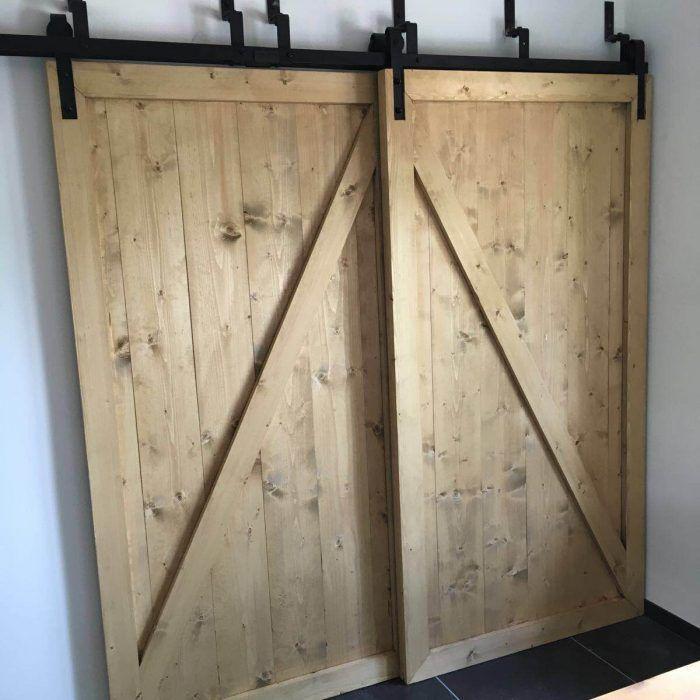 Barndeur kastenwand - Schuifdeur wand - Schuifdeuren voor elkaar langs in brocante stijl.