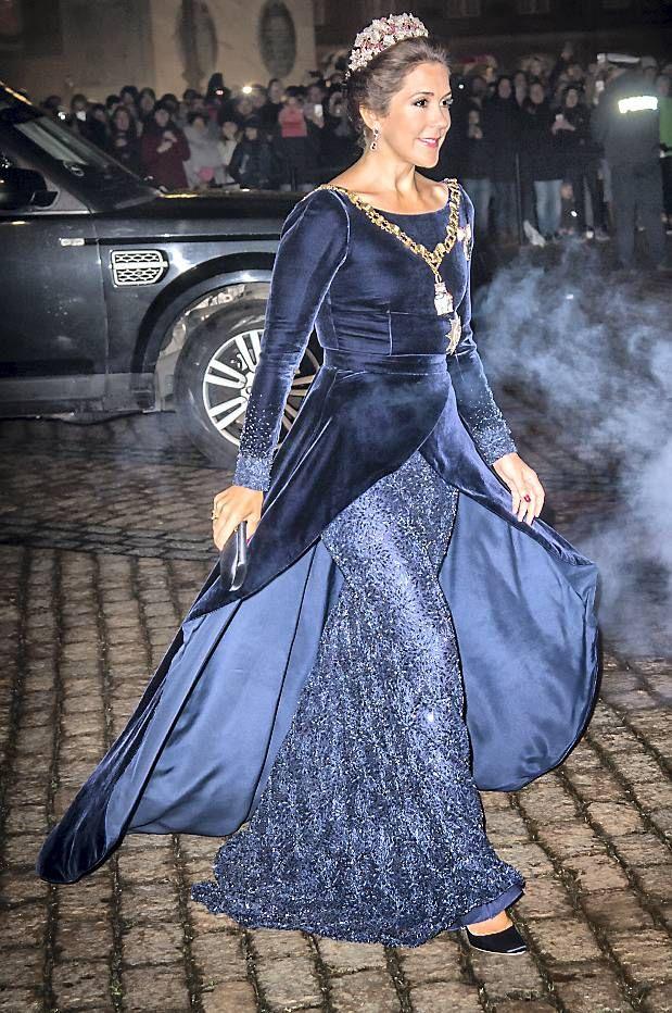 SE BILLEDERNE: 45 pletskud af kronprinsesse Marys flotte look i 2016 | BILLED-BLADET