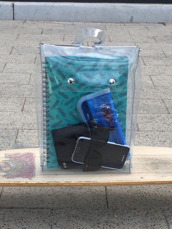 20 mochilas y bolsos transparentes que morimos por usar esta primavera - Imagen…
