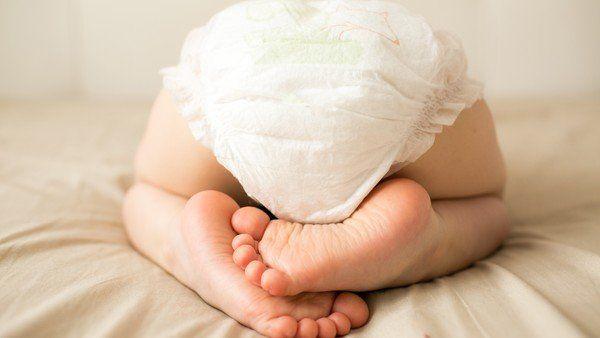 En qué momento los nenes y las nenas alcanzan la maduración fisiológica y emocional adecuada para el control de esfínteres. Cómo darte cuenta si está listo y acompañarlo en ese proceso. Diaper Size Chart, Diaper Sizes, Couches Jetables, Baby Life Hacks, Mom Hacks, Baby Care Tips, Baby Tips, Diaper Rash, Babies First Year