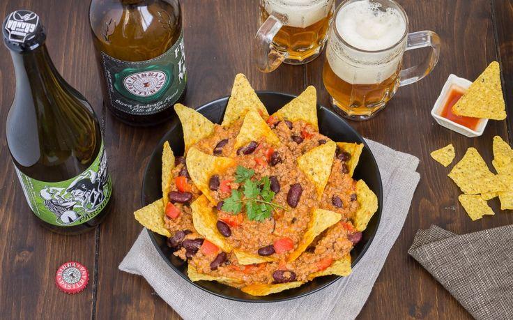 I nachos sono tipici della cucina messicana, sono triangoli di tortillas di mais gratinati generalmente ricoperti da uno strato di formaggio fuso e peperoncini piccanti.