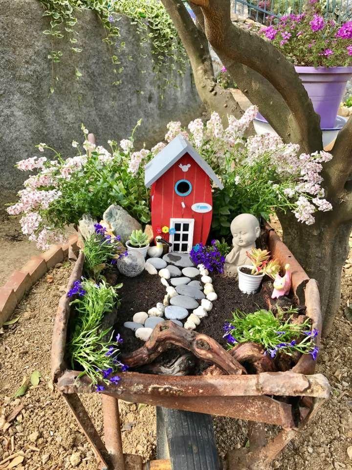 Maggio: creazione del giardino fatato in carriola