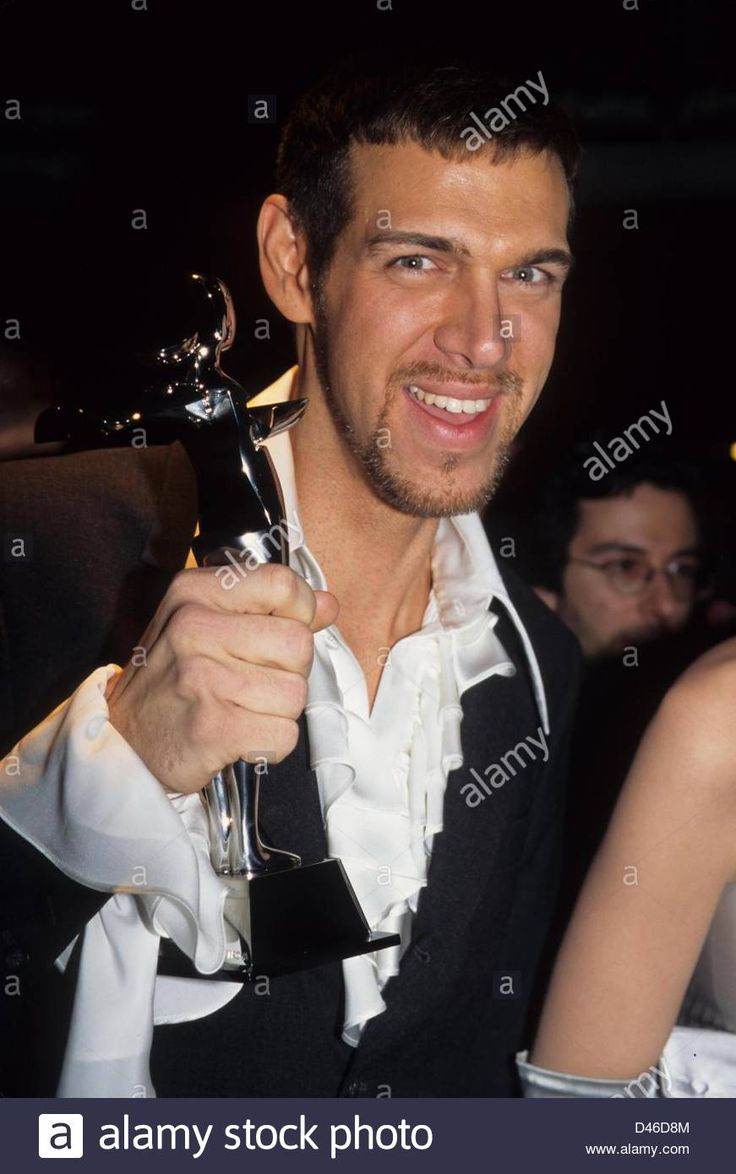 Kevyn Aucoin wins the 1994 Cdfa Award for his artistry.(credit Image: © Henry Stock Photo, Royalty Free Image: 54231876 - Alamy