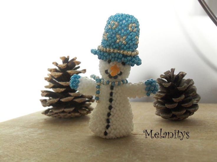 Bonhomme de neige en tissage danois, résultat du jeux Perlons surprise sur le forum 1,2,3 perl'amis.