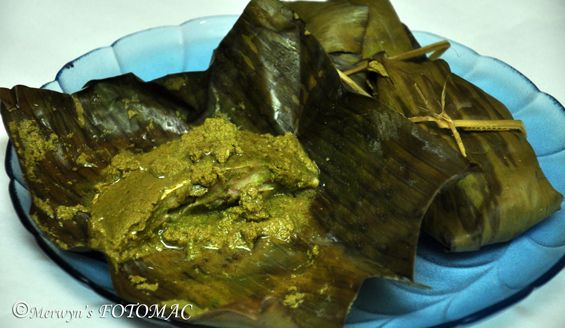 Patra ni Macchi is the most popular dish in Parsi Cuisine. It is a signature dish traditionally served at Parsi wedding dinners, Navjote receptions, Pateti (Parsi New Year) & other celebratory occasions. This special Parsi preparation is extremely simple, easy, healthy & tastes absolutely divine. This lovely steamed fish covered with refreshing green chutney isRead More