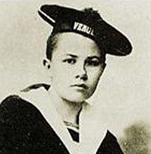 Un droit que bien peu d'intellectuels se soucient de revendiquer, c'est le droit à l'errance, au vagabondage. Et pourtant, le vagabondage, c'est l'affranchissement, et la vie le long des routes, c'est la liberté. Le paria, dans notre société moderne, c'est le nomade, le vagabond, sans domicile ni résidence connus. Isabelle Eberhardt Heures de Tunis (1902)