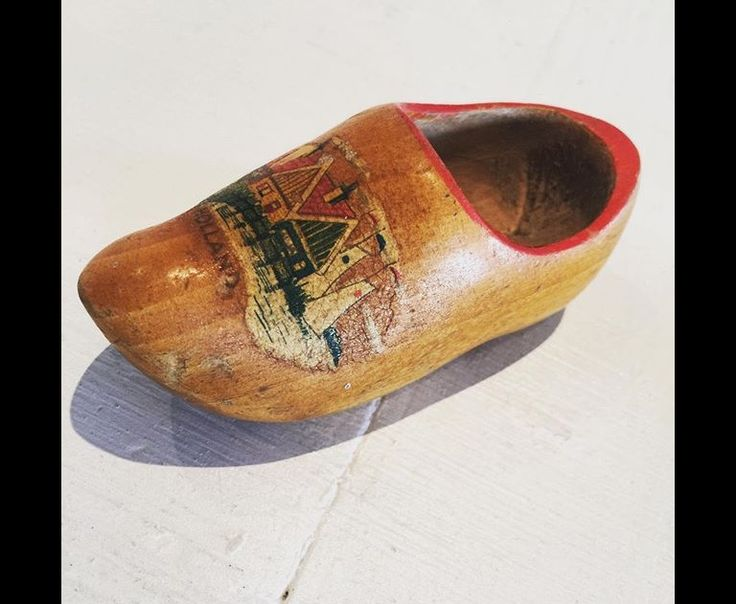 Mini delight. A wee vintage clog. What would you use it for?