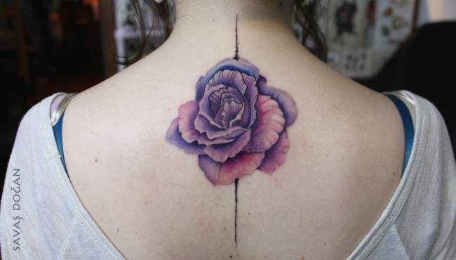 Tatouage femme Rose Aquarelle sur Dos