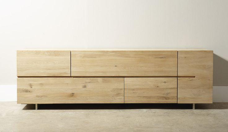 Dressoir Quartz is een eigentijds en robuust model, uit de designstudio van Cantomobili. Het dressoir is vervaardigd uit genoest eiken,…