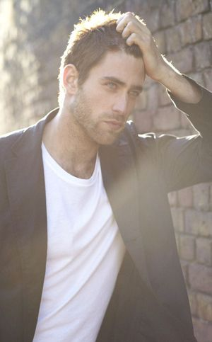 oliver jackson cohen |   Christian Grey????   @OdalaraC @Ta1ru @LionEm @AndreinaPotter @DaniPulve