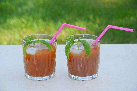 A nyári melegben a gyerekek kedvence egy finom szörp, ami akkor jó, ha egészséges, ezért készítsük kókusznektárból, amely a természetben megtalálható legfinomabb édesítő.  Elkészítése: 4 dl ásványvízben keverjünk el 3 evőkanál BANABAN kókusznektár szirupot, tegyünk hozzá 4-5 db mentalevelet, majd kissé hűtsük le.