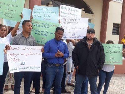 Jóvenes protestan por la falta de empleo en la República Dominicana