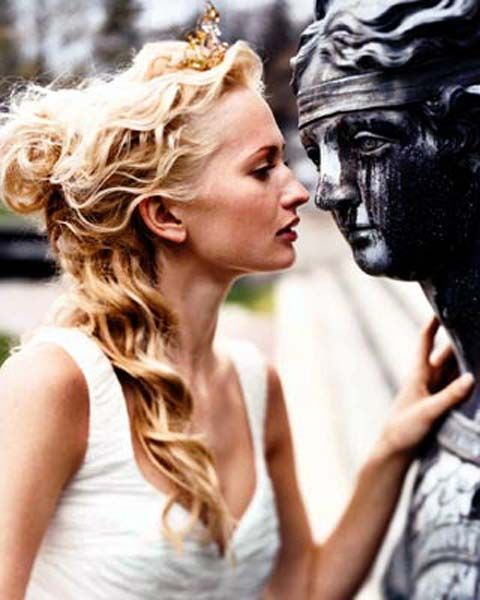 Grecian curled hair {ignore the awkward statue haha}