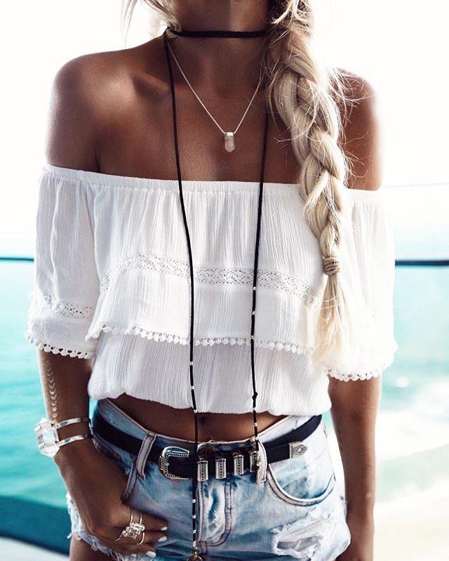 2017 Short Blouse Shirt Women White Slash Neck Off The Shoulder Sexy Blouses Fashion Sexy Lace Collar Short Shirt Blouse