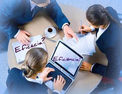 A eficiência não deve se sobrepor à eficácia: Muitas vezes, mais vale o funcionário que saiba o que é realmente importante em sua função do que o que cumpre padrões e metas.  http://www.endeavor.org.br/endeavor_mag/gente-gestao/recompensa-e-reconhecimento/a-eficiencia-nao-deve-se-sobrepor-a-eficacia