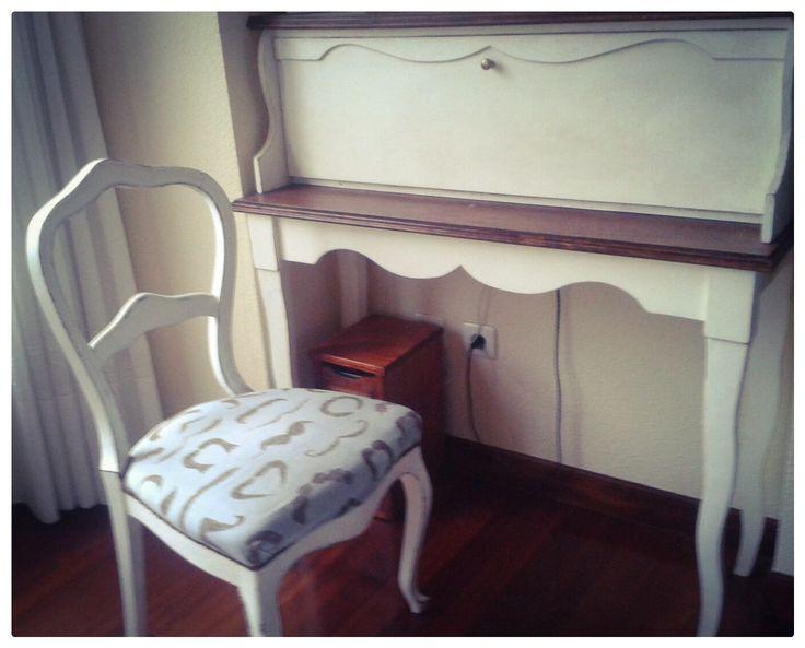 Custom made secretary desk and old refurbished chair/ Secreter y silla antigua restaurada