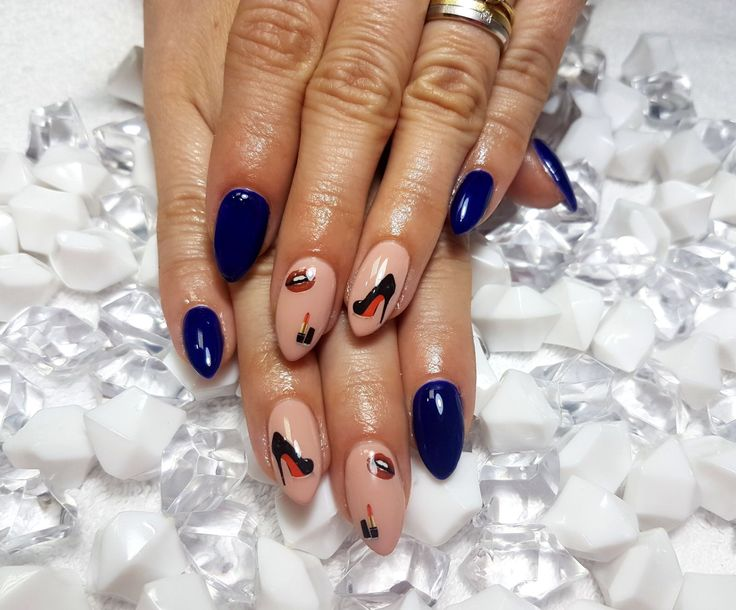 Blue elegant nails