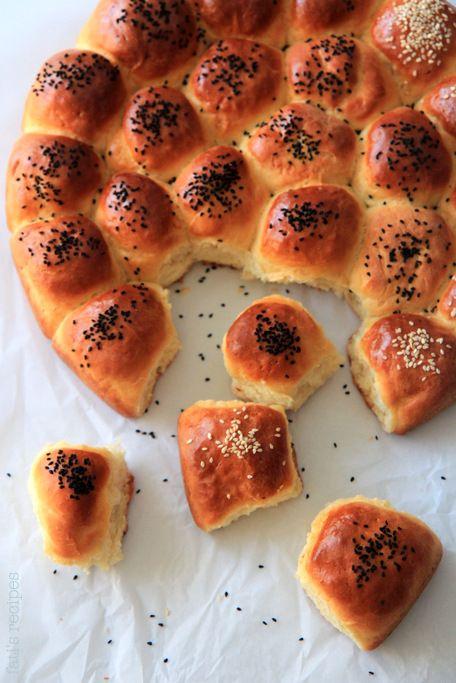 Behive stuffed bread rolls