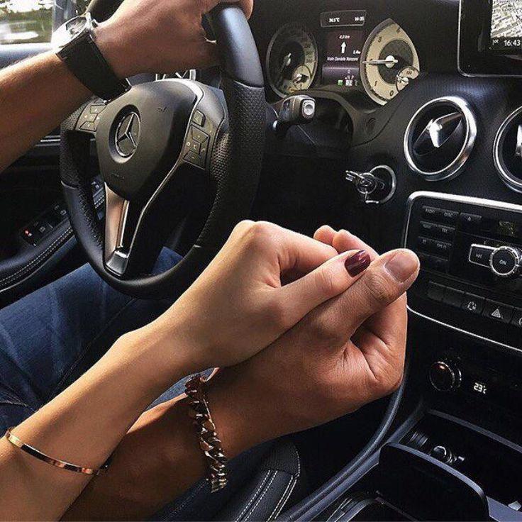 Фото в машине держаться за руки на аву