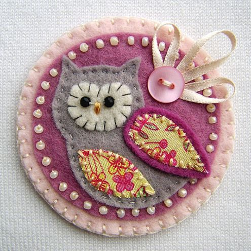 How sweet is this!!!!Ideas, Felt Crafts, Hoot Hoot, Owls Brooches, Wicker Furniture, Gift Tags, Felt Owls, Christmas Trees Ornaments, Owls Crafts